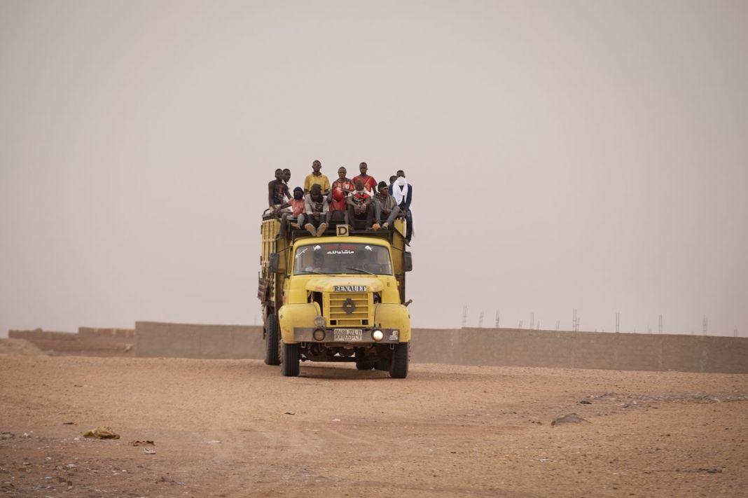 Francesco Bellina, Migranti respinti nel deserto algerino di ritorno ad Agadez, 2018