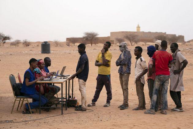 Francesco Bellina, Ufficio identificzione per migranti respinti al confine algerino, Agadez, 2018