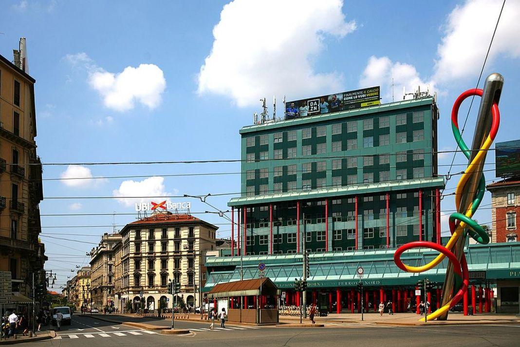 Gae Aulenti, Piazzale Cadorna, Milano, luglio 2018. Photo Paolobon140 via wikipedia.org