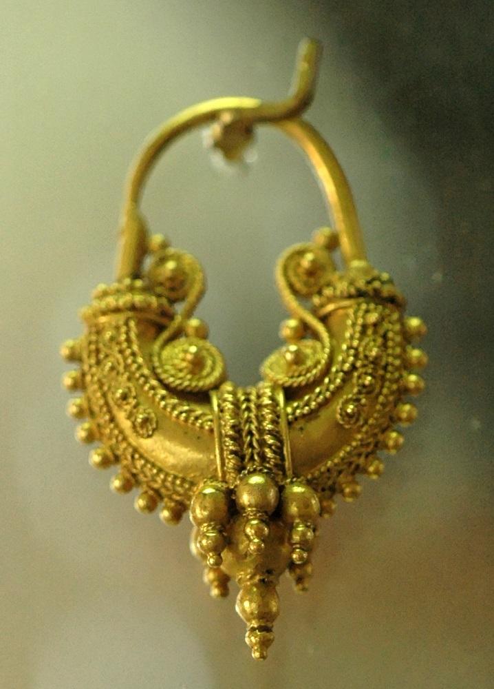 Gli Ori di Taranto, orecchino in oro, fine IV secolo a.C.