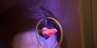 Christian Fogarolli, In Pink, 2018, installation, pigment print on cotton paper HahnemÅhleˇFineArt, stone, steel, glass, UV light, 40 x 30, cm