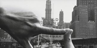 John Baldessari with Harry Shunk, János Kender, Hands Framing New York Harbor, 1971 - © 2018 John Baldessari. Photograph: Shunk-Kender © J. Paul Getty Trust. The Getty Research Institute, Los Angeles