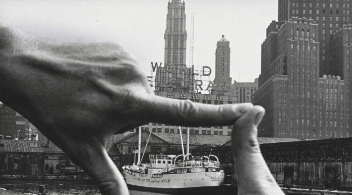 John Baldessari with Harry Shunk, János Kender, Hands Framing New York Harbor, 1971 - © 2018 John Baldessari. Photograph: Shunk-Kender © J. Paul Getty Trust. The Getty Research Institute, Los Angeles