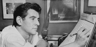Leonard Bernstein al pianoforte, 1955. Photo Al Ravenna World Telegram. Library of Congress. New York World Telegram & Sun Collection