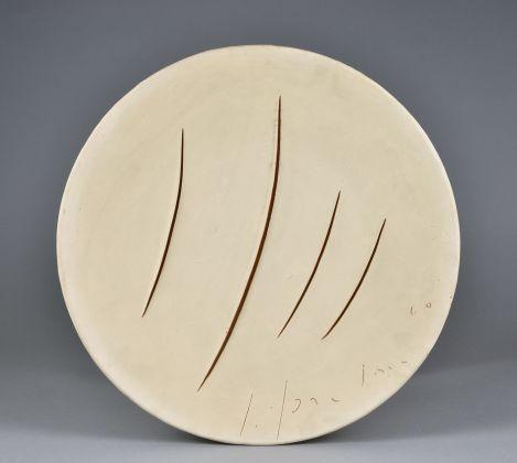 Lucio Fontana, Concetto spaziale, 1960. MIC – Museo Internazionale delle Ceramiche, Faenza