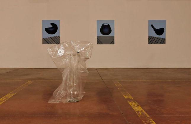 Matteo Messori. Sospesi. Installation view at YAG/garage, Pescara 2018