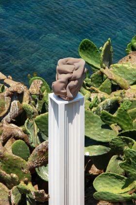 Montecristo Project Island. Carlos Fernandez Pello, A futile attempt at creating cult objects, 2018. Courtesy of Garcia Galeria