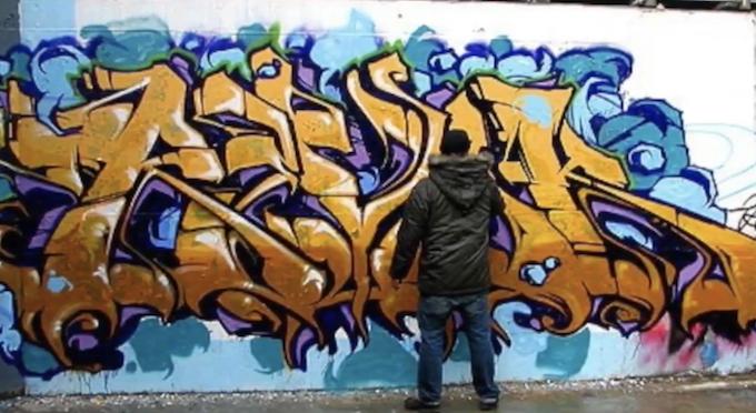 Lo street artist Revok
