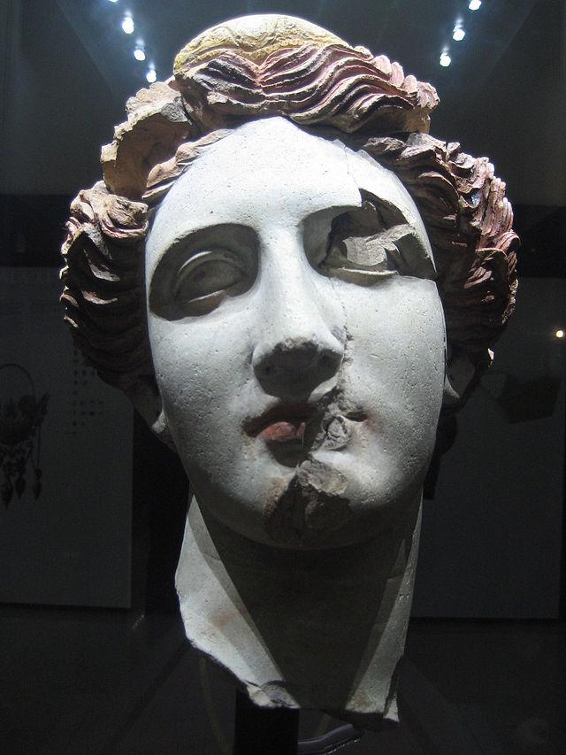 Testa di donna in terracotta, IV seco a. C,, MarTa di Taranto