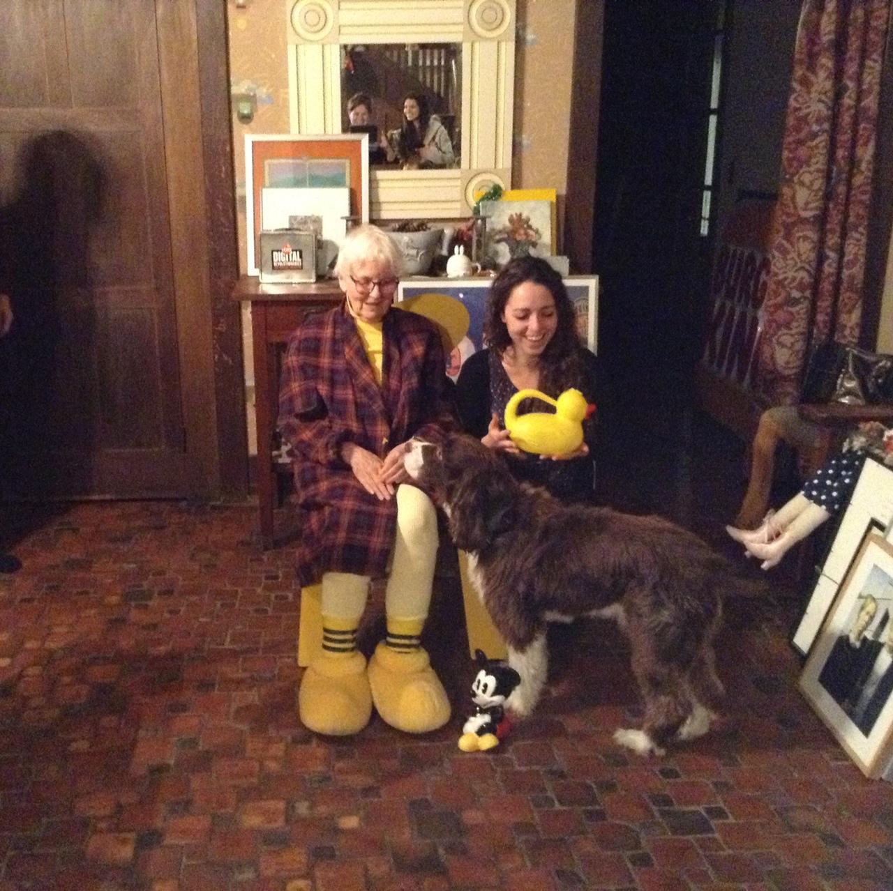 Thanksgiving Day, 24 novembre 2016. Rosa Sessa con Denise Scott Brown e il cane Aalto. Photo Anita Naughton