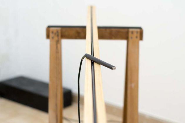 Marzio Zorio, Biblioteca, 2018. Legno e nastro magnetico + amplificatore, dimensione ambiente, composta da 11 elementi di dimensione 90x240x50cm c.a. Courtesy the artist & Raffaella De Chirico Gallery, Torino