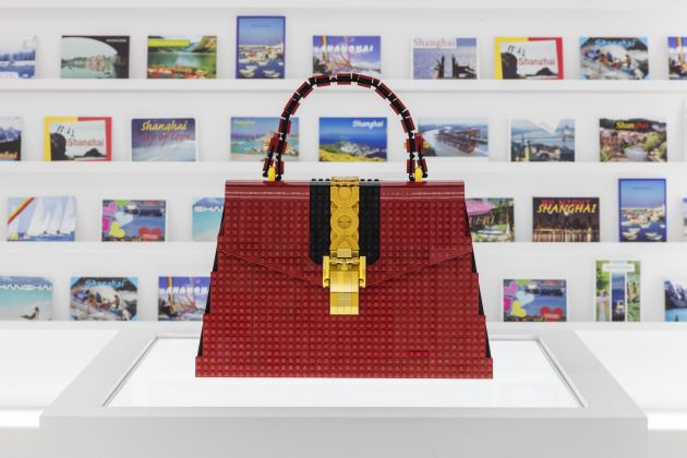 Andy Hung Chi Kin (LEGO Certified Professional) Gucci Sylvie bag made with LEGO bricks Courtesy of Gucci