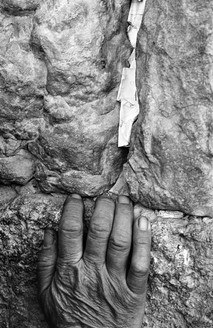 David Rubinger, Il muro del pianto. Una vecchia mano sulle antiche pietre, 1971