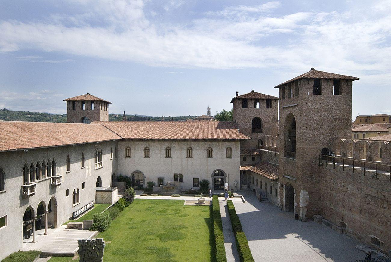 Museo Di Castelvecchio.Il Giardino Di Carlo Scarpa A Castelvecchio Courtesy Archivio Carlo