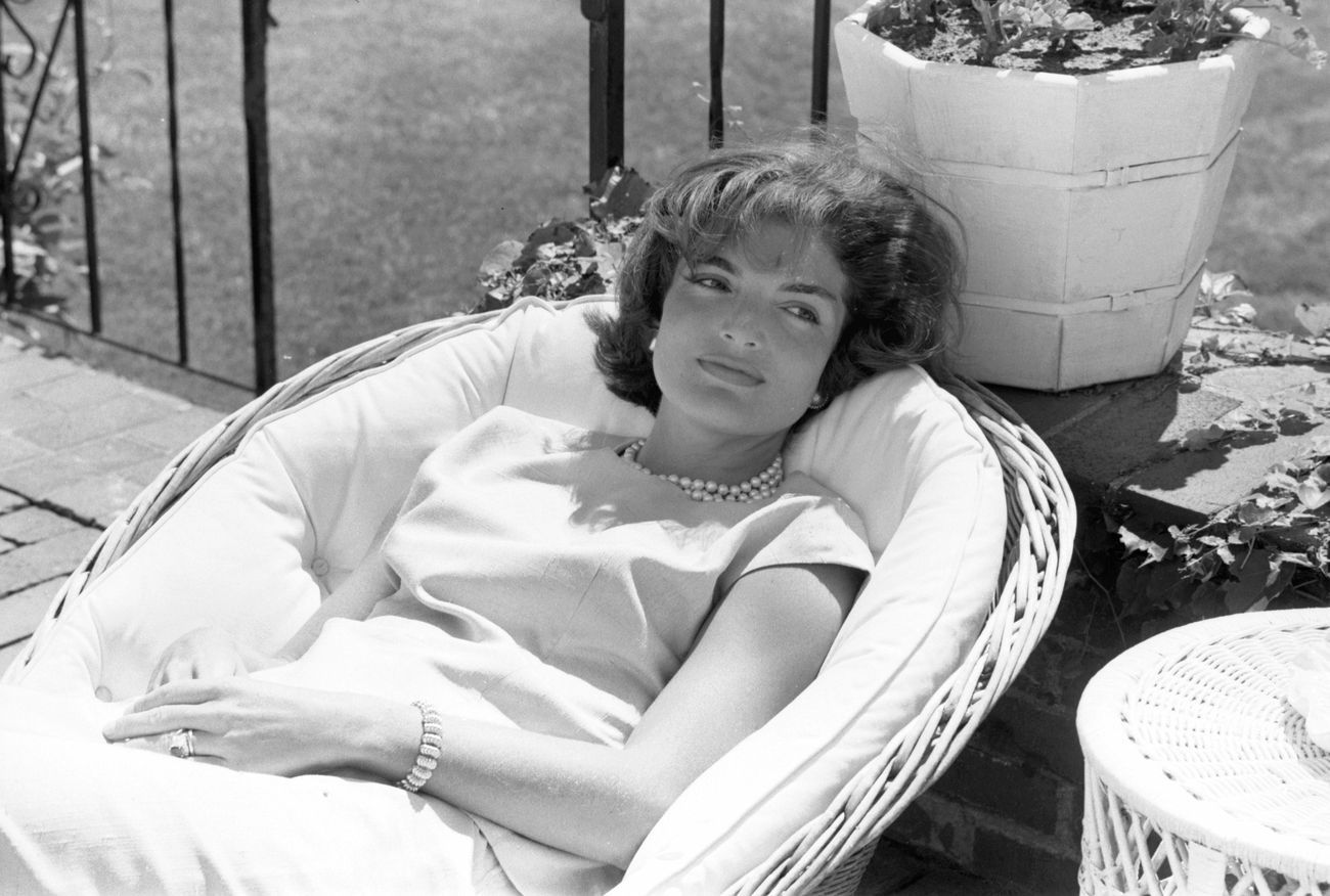 Jackie Kennedy, Fauteuil Rotin. Tiffany & Co. Photo The Kennedy years Alamy Image