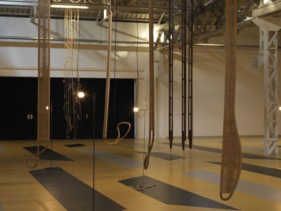 Leonor Antunes. the last days in Galliate. Exhibition view at Pirelli HangarBicocca, Milano 2018. Courtesy of the artist & Pirelli HangarBicocca. Photo Nick Ash