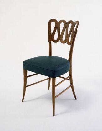 Sedia con schienale a volute (1936) presentata alla VI Triennale di Milano © Gio Ponti Archives
