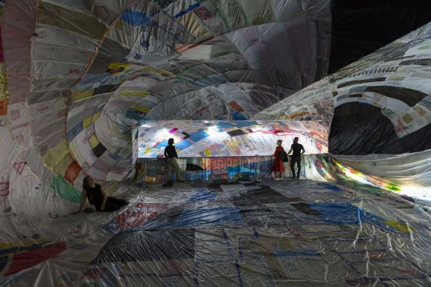 Tomás Saraceno. ON AIR. Exhibition view at Palais de Tokyo, Paris 2018. Courtesy the artist & Andersen, Copenhagen & Esther Schipper, Berlino & Pinksummer, Genovaa & Ruth Benzacar, Buenos Aires & Tanya Bonakdar, New York. Photo Andrea Rossetti, 2018