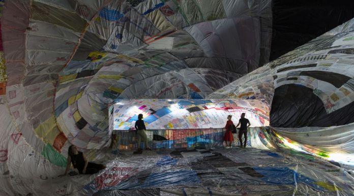 Tomás Saraceno. ON AIR. Exhibition view at Palais de Tokyo, Paris 2018. Courtesy the artist & Andersen, Copenhagen & Esther Schipper, Berlino & Pinksummer, Genovaa & Ruth Benzacar, Buenos Aires & Tanya Bonakdar, New York. Photo Andrea Rossetti, 2018