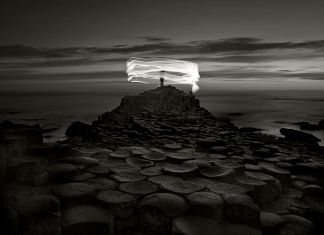 Ugo Ricciardi, Giant's Causeway and figure, Irlanda del Nord, 2018. Courtesy Burning Giraffe Art Gallery, Torino