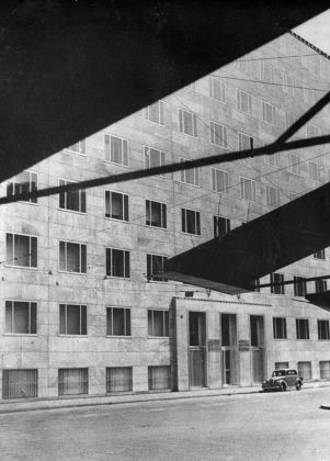 Un'immagine del palazzo Montecatini (1936) scattata da Daria Guarnati, editrice appassionata del lavoro di Ponti © Gio Ponti Archives