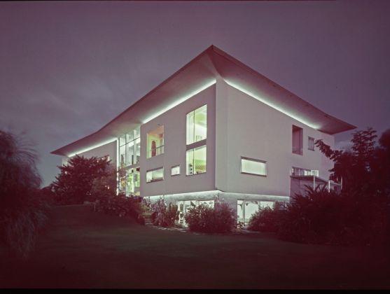 Villa Planchart, Caracas. Ponti aveva progettato un sistema di luci che animava l'architettura, raccontandone la leggerezza anche di notte © Gio Ponti Archives