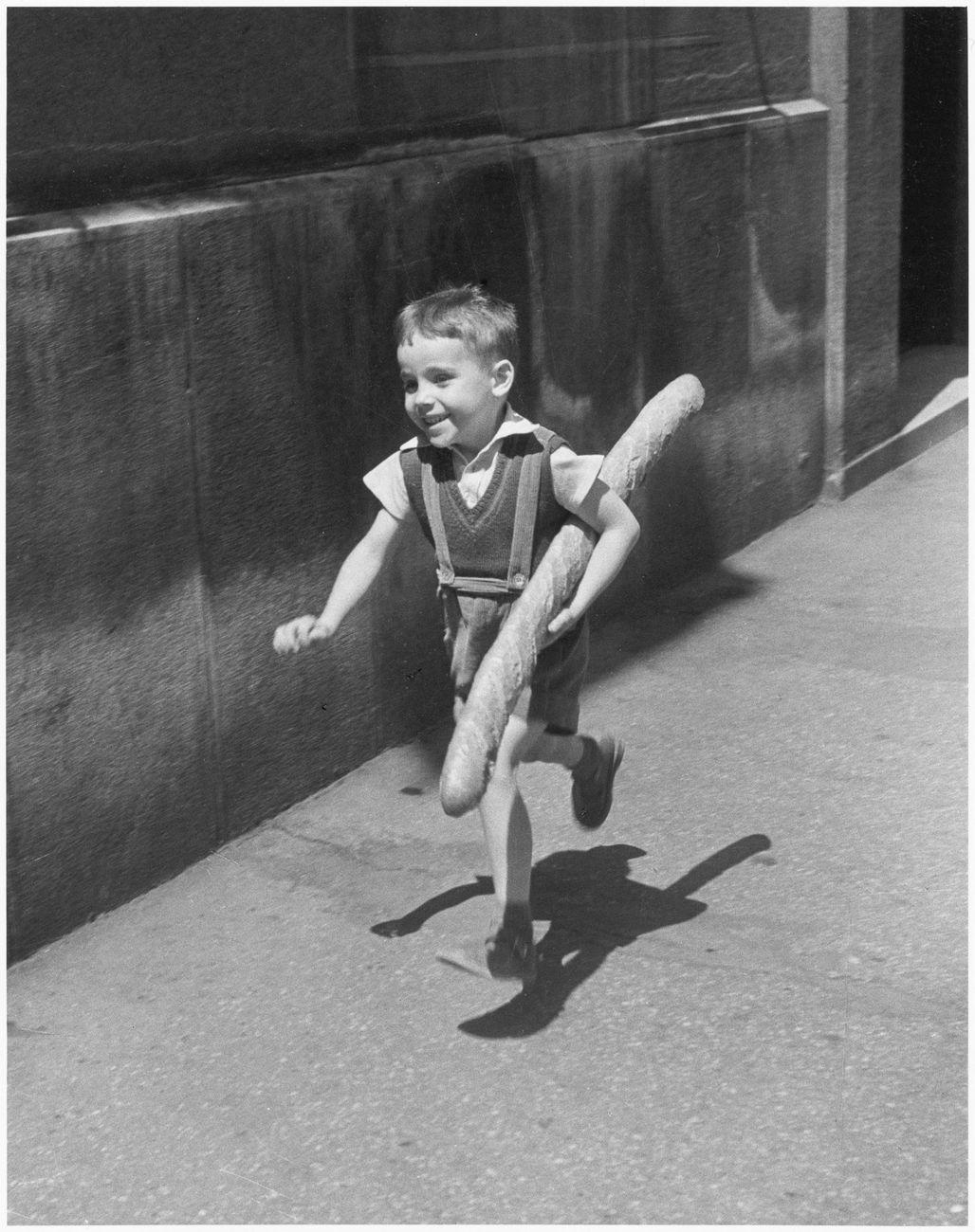 Willy Ronis, Le Petit Parisien, 1952. Ministère de la Culture - Médiathèque de l'architecture et du patrimoine - Dist RMN-GP © Donation Willy Ronis