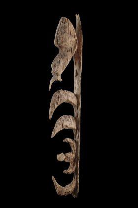 Yipwon, Frammento di una scultura raffigurante uno spirito ancestrale. Oceania. Melanesia. Nuova Guinea. Sepik. Area del fiume Korewori. Etnia Yimar. Prima metà del XIX secolo. Lugano, MUSEC – Collezione Brignoni © 2018 Museo delle Culture, Lugano