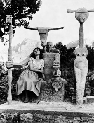 Dorothea Tanning and Max Ernst with his sculpture, Capricorn, 1947. © John Kasnetsis