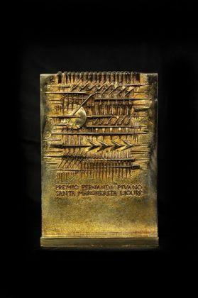 Arnaldo Pomodoro, Premio Fernanda Pivano, bronzo dorato, 19,5×13,5×5,1 cm, 2005, Casa Melato ai Coronari, Roma. ©Matteo Smolizza