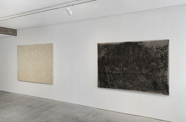 Big Bang Gang Bang, vista dell'installazione, da sinistra verso destra: Fuori Registro (Bush on the way), 2018, acrilico su tela, cm.150x200. KURSK, 2016, grafite su tela, cm.135x190. Courtesy Totah, NY. Fotografie di Alex Yudzon