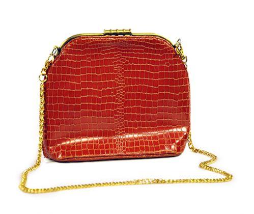 Valentino, borsa in pelle rossa, anni '80, pelle, 20x23x8 cm, Casa Melato ai Coronari, Roma. ©Matteo Smolizza