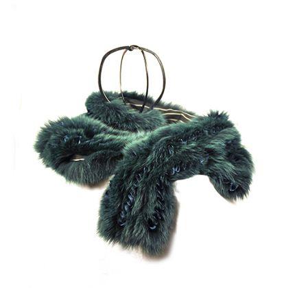 Etro, Milano, collo di volpe, pelliccia di volpe, materiali tessili, 20×200 cm, Casa Melato ai Coronari, Roma. ©Matteo Smolizza