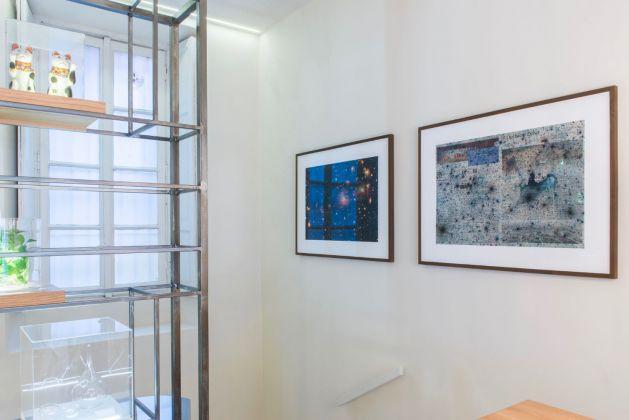 DNA Perseus (2008), stampa, edizione n° 1/7,78x102 cm; Sun Hiroshima (2008), stampa, edizione n° 1/7,78x103 cm, Kees de Goede. Courtesy of Zazà ramen noodle bar & restaurant