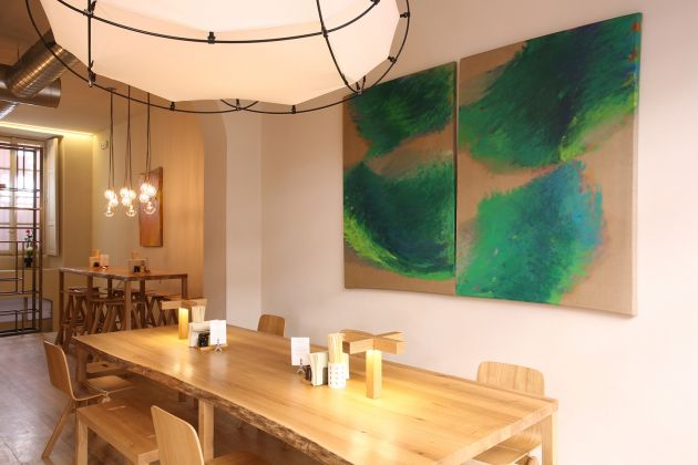 Tetsuro Shimizu, Palpitazione (2000), olio su tela, 165x230 cm. Courtesy of Zazà ramen noodle bar & restaurant