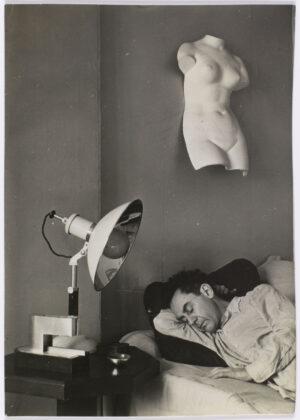 Man Ray, Man Ray Sleeping, c. 1930 Paris, Centre Pompidou – Musée national d'art modern – Centre de creation industrielle. © Man Ray Trust / ADAGP Photo © Centre Pompidou, MNAM-CCI, Dist. RMN-Grand Palais / Philippe Migeat