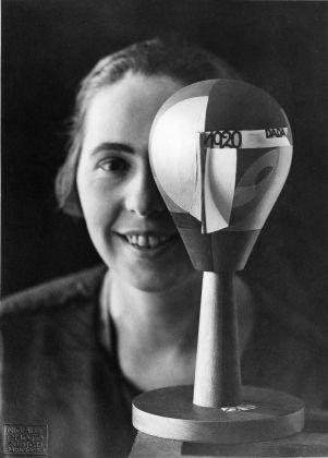 Nic Aluf, Sophie Taeuber with Dada-Head, Zurich 1920, Stiftung Arp e.V., Berlin/Rolandswerth