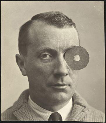 Anonymous, Hans Arp with Nabel-Monokel, 1922, Galerie Berinson, Berlin