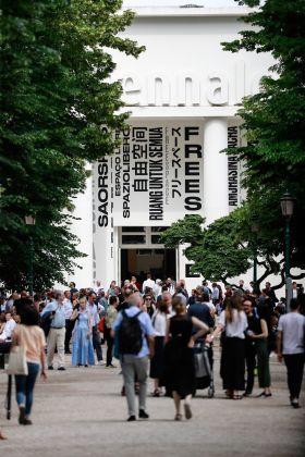Pubblico Padiglione Centrale - Photo by Jacopo Salvi - Courtesy of La Biennale di Venezia