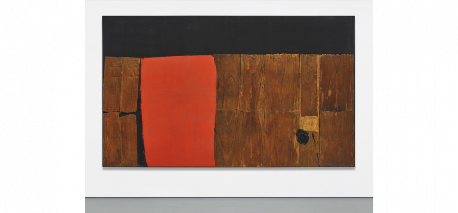 Alberto Burri, Grande legno e rosso, 1957-1959. Courtesy Phillips