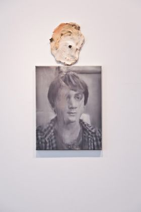 Tom Gidley, Pacifist, 2012, Oil on linen, glazed ceramic © Tom Gidley Courtesy of the Saatchi Gallery, London