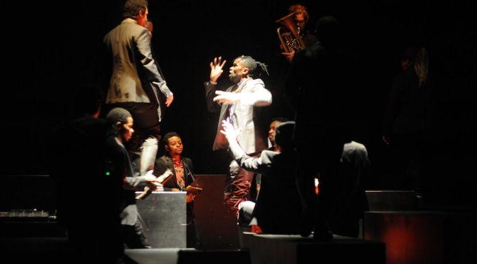 Alain Platel e Fabrizio Cassol per Les Ballet C de la B, Requiem pour L. Photo Chris van der Burght