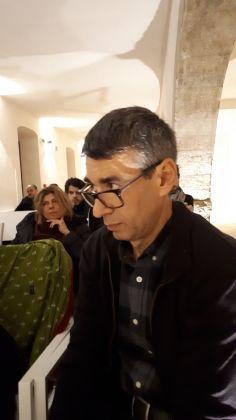 Giorgio Falco a sinistra dietro Sarah Revoltella al BoCs Museum