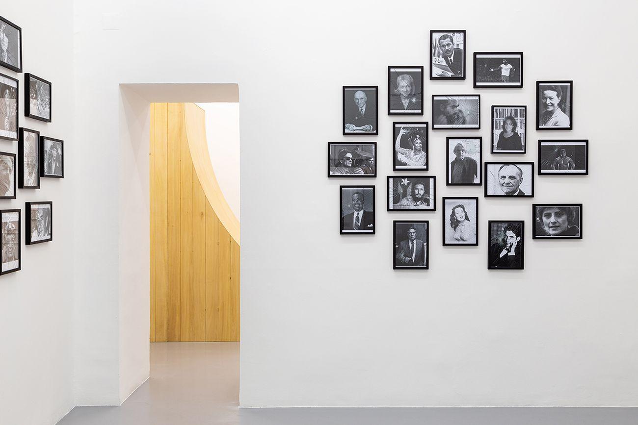 Jota Castro. Cave Canem. Exhibition view at Galleria Umberto Di Marino, Napoli 2018. Courtesy Galleria Umberto Di Marino, Napoli. Photo Danilo Donzelli