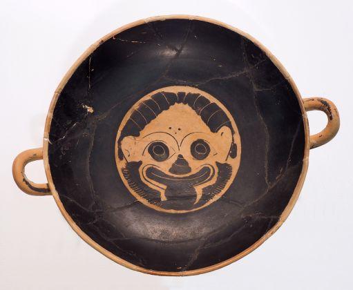 Kylix attica a figure nere, ceramica epoca preromana