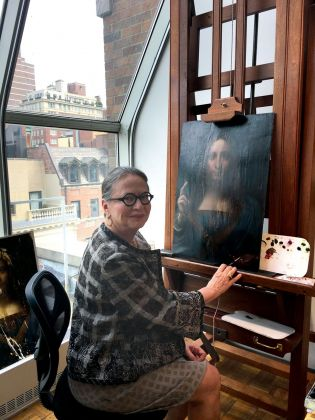 La restauratrice Dianne Dweyer Modestini al lavoro sul Salvator Mundi