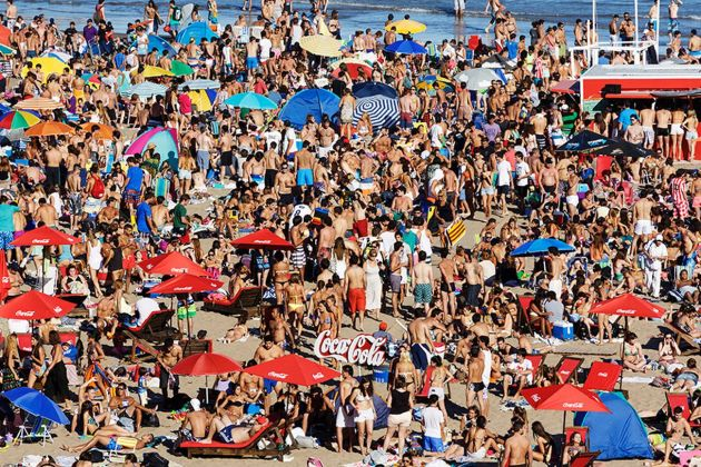 Martin Parr, Mar Del Plata, Argentina, 2014, dalla serie Beach Therapy. Photo © Martin Parr _ Magnum Photos. Courtesy Spazio Damiani, Bologna