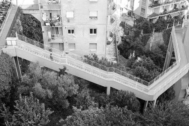 Matteo Orlandi, Via Burlando, passerella condominiale. Photo Matteo Orlandi