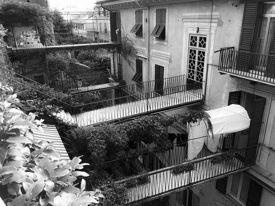 Matteo Orlandi, Via Caffaro Corso Paganini, passerelle condominiali e private con atrio interno. Photo Matteo Orlandi