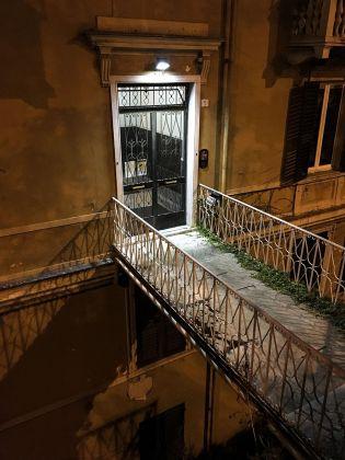 Matteo Orlandi, Via Goffredo Mameli, passerella condominiale. Photo Matteo Orlandi